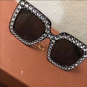 Accessories - Oversized Diamond Shades